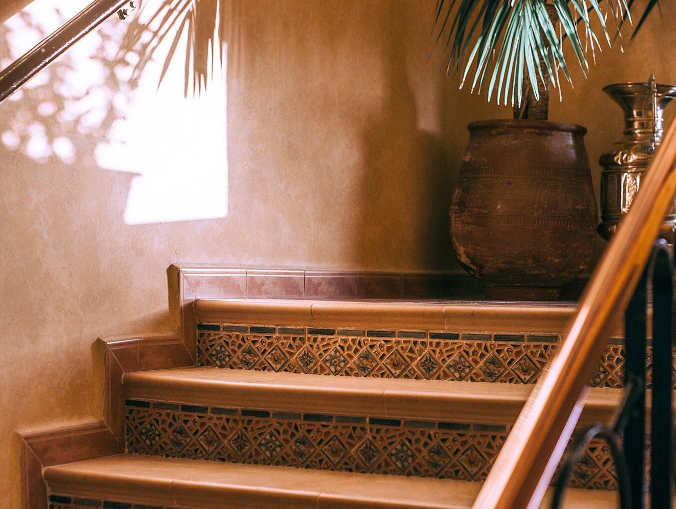 Il Condominio risarcisce chi cade sulle scale scivolose